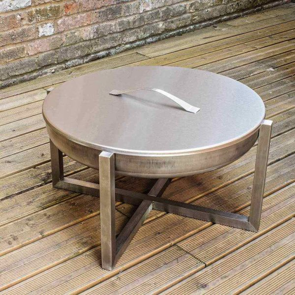 Contemporary fire pit Quadra with a lid